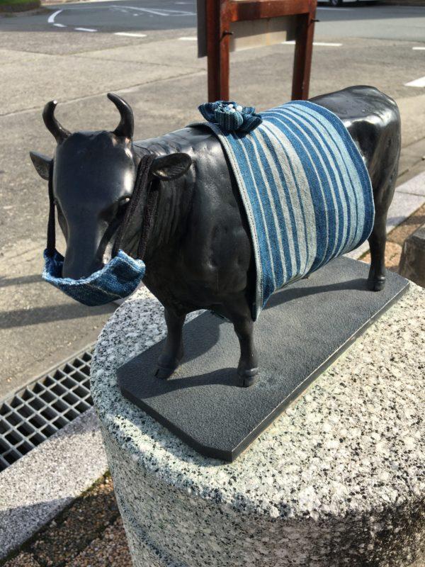 2020年5月12日 JR松阪駅前の牛さんマスク姿です。