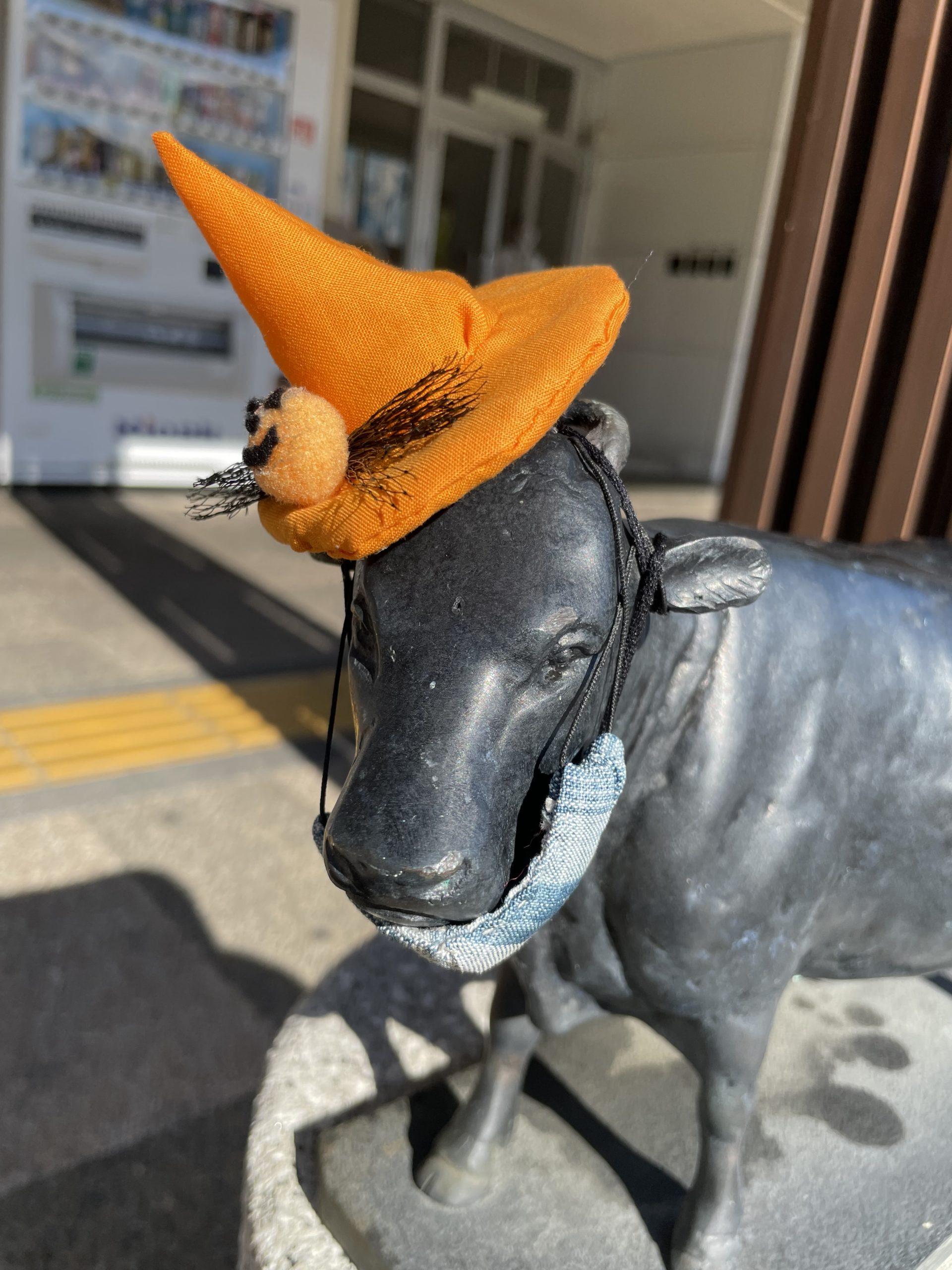 松阪駅前の牛さん、ハロウィン仕様です。